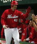 【広島】トレーシー杉内から来日初アーチ - 野球ニュース