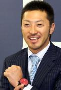 広島菊池8500万サイン「補殺独占」狙う - プロ野球ニュース