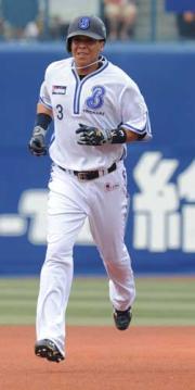 【横浜-阪神】4回に本塁打を放ったスレッジ(撮影・上田博志)