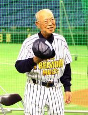 モルツ球団の大沢啓二総監督=2010年7月(撮影・狩俣裕三)