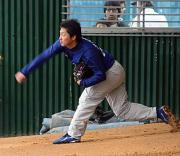 北谷球場に併設されているブルペンで37球を投げたルーキー武藤