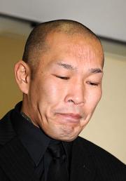 無期限謹慎を発表したNOSAWA論外は涙で謝罪した(撮影・柴田隆二)
