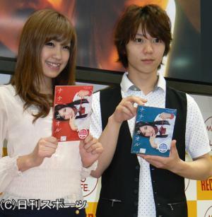 DVD発売イベントに出席した栩原楽人と永瀬麻帆(撮影・小林千穂) DVD発売イベントに出席した栩