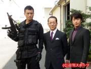 水谷豊(中央)と及川光博(右)の「相棒」コンビと、初回ゲストの徳重聡