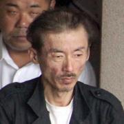 コカイン所持で現行犯逮捕され、移送される田代まさし容疑者(共同)