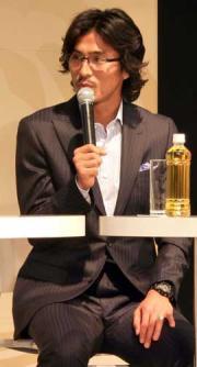 都内でトークショーを行った横浜DF中沢(撮影・松田秀彦)
