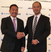 笑顔の中に闘志のオービック大橋(左)、立命大・米倉の両ヘッドコーチ