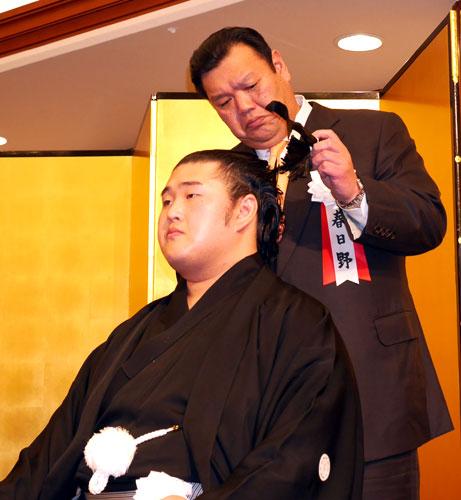 栃乃若が断髪式「全部よみがえりました」