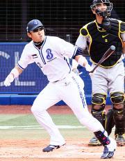 【横浜-阪神】1回、逆転2点本塁打を放った内川(撮影・浅見桂子)