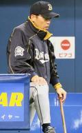オリ故障者続出…今度は岡田監督が腰痛 - 野球ニュース