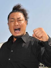 小島戦へ気合を入れるモハメドヨネ(撮影・森本隆)