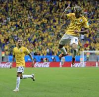 ネイマール2発!ブラジル首位突破