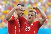 スイスがシャキリの3発で2大会ぶり突破