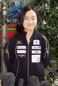 最年少8強の伊藤美誠が帰国「世界でも通じる」 - 卓球 : 日刊スポーツ