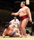 遠藤5度目の正直!大関琴奨菊撃破 - 大相撲ニュース